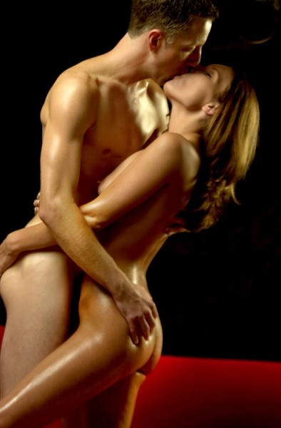 Sexy Nude Couple Kissing Passionately!